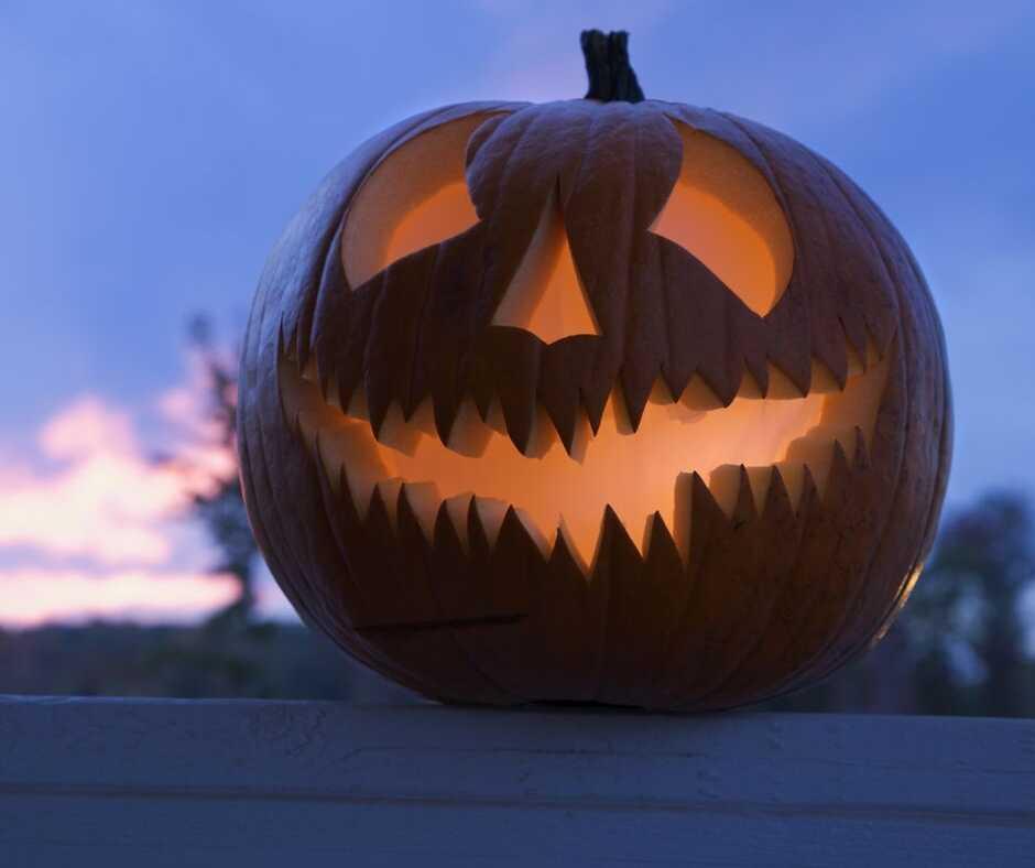 7 Creepy DIY Outdoor Halloween Lights